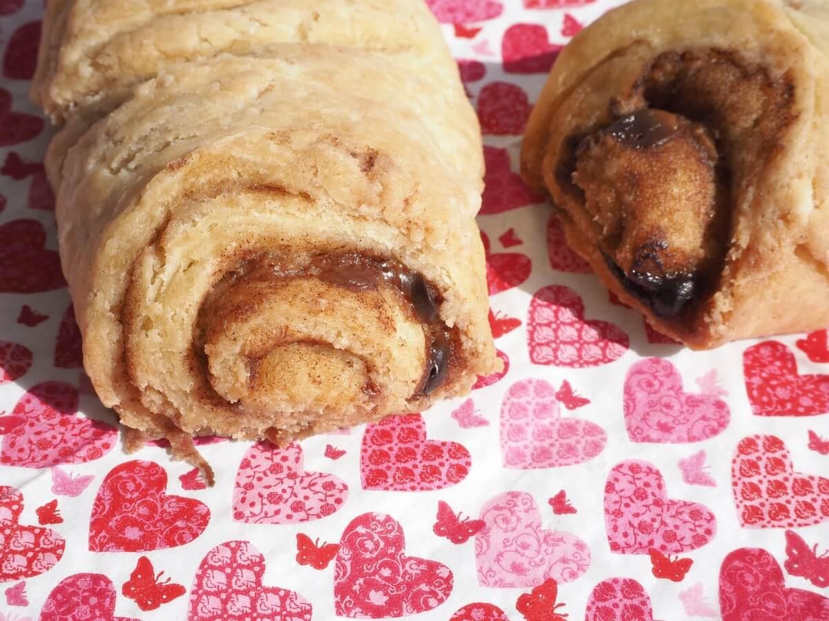 Ihr wollt leckere Franzbrötchen haben, die nicht nur glutenfrei, sondern auch vegan sind? Nicht nur für das Osterfrühstück zu empfehlen! Finde das Rezept jetzt auf kuechemitherz.com